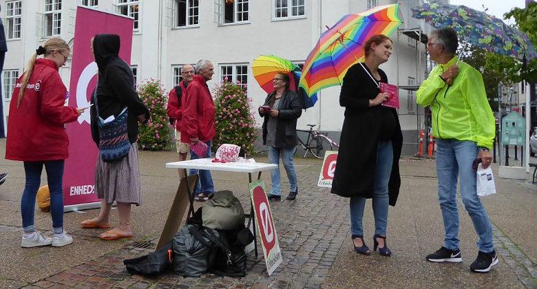 Billede af Pernille Skipper, medlemmer og borgere på Rådhustorvet.